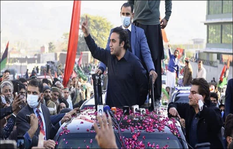 """Prime Minister Imran Khan's team is """"incompetent and corrupt: Bilawal"""