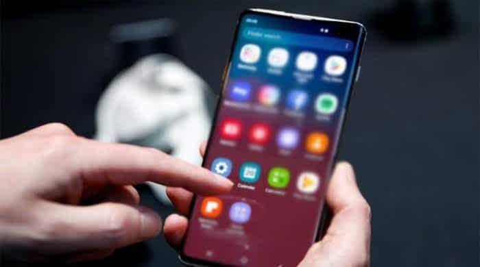Samsung updates software to fix fingerprint recognition problem