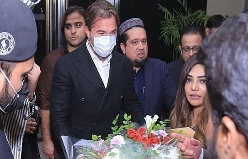 Turkish actor Engin Altan Duzyatan thanks Pakistani fans for warm welcome